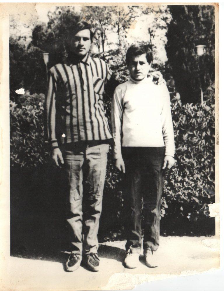 از سمت راست: ایرج و خسرو عبدی